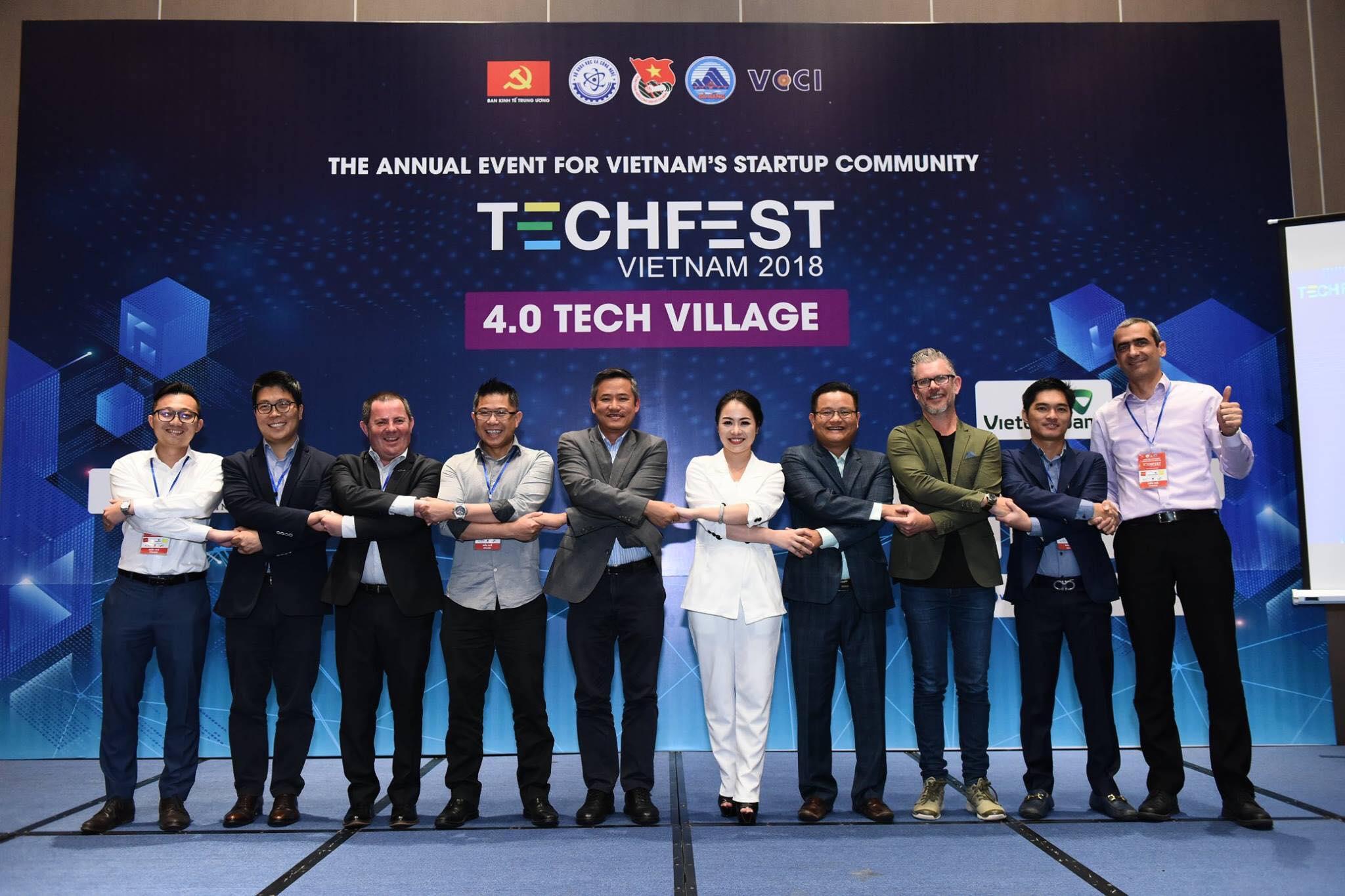 Thy Nga bắt tay những chuyên gia nước ngoài mời về Techfest 2018.