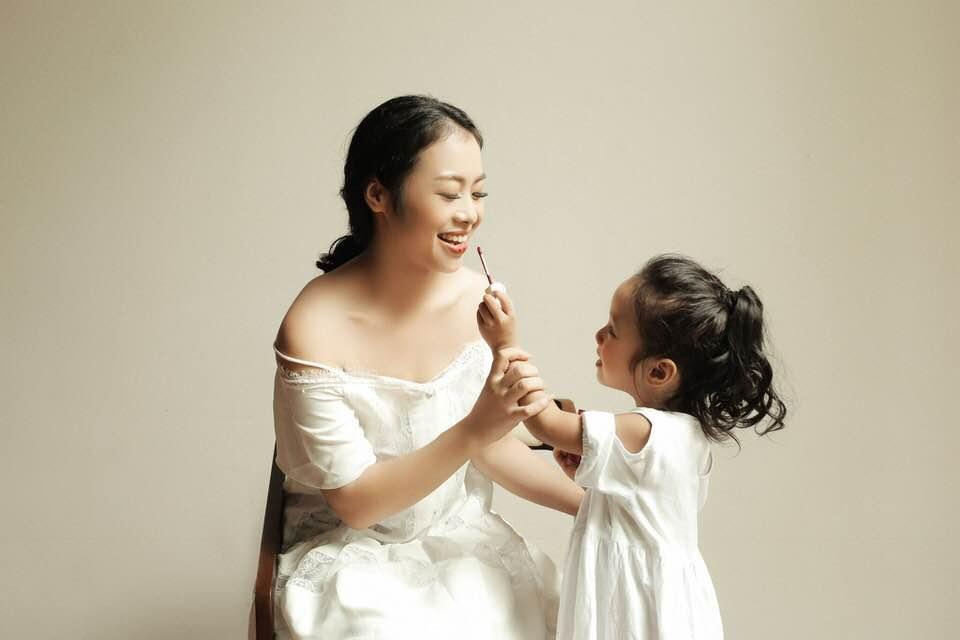 Chị Thy Nga và con gái Khánh Thư.