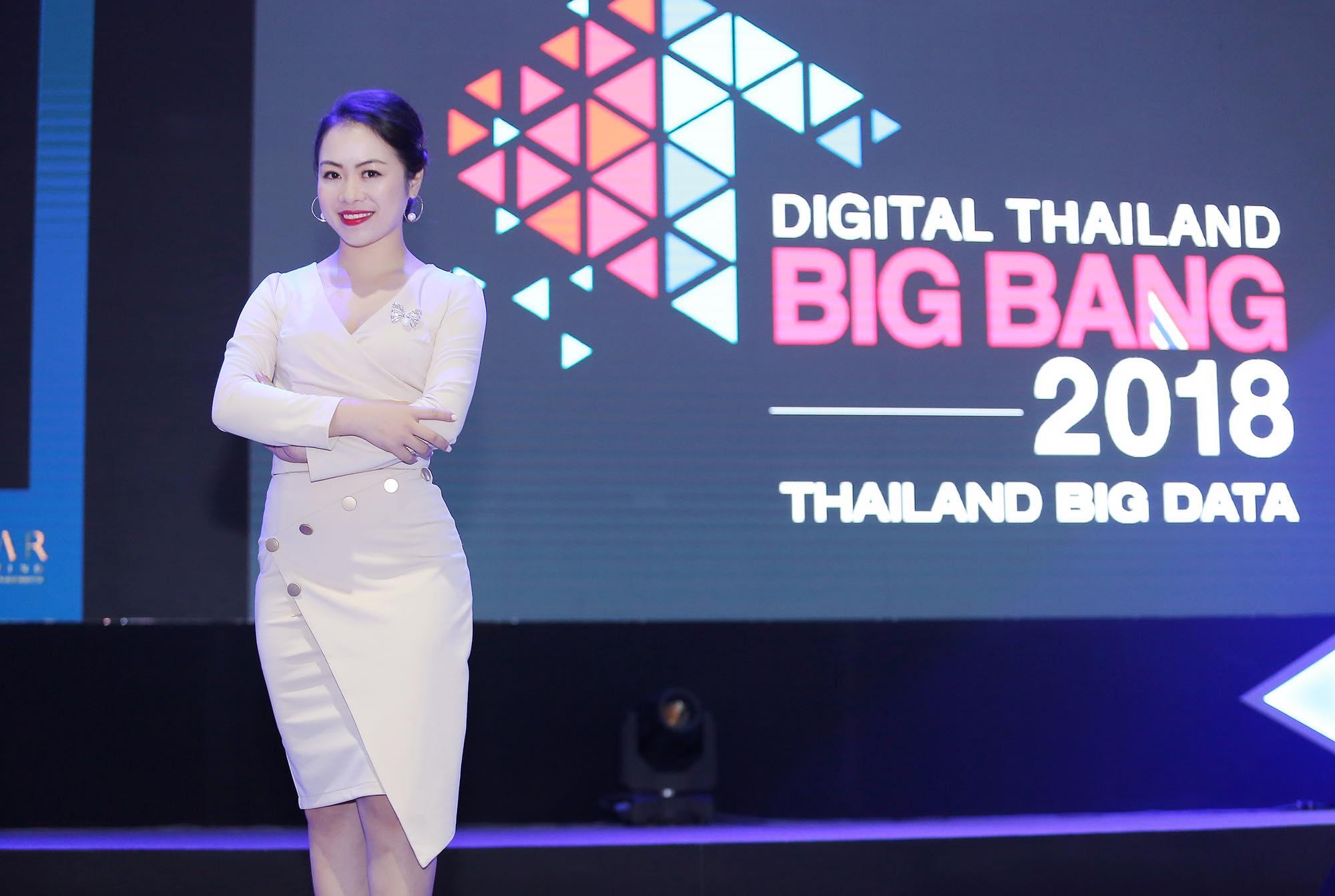 Thy Nga trong một sự kiện khởi nghiệp tại Thái Lan V-Startup tham gia điều phối.
