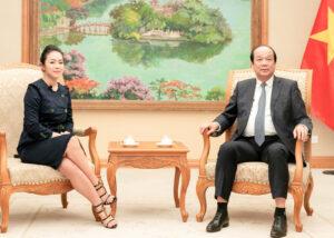 Chuyên gia Nguyễn Thy Nga phỏng vấn Bộ trưởng, Chủ nhiệm VPCP Mai Tiến Dũng