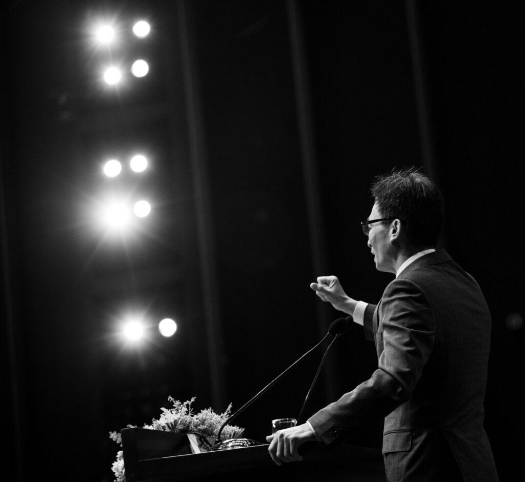 Phó Thủ Tướng Vũ Đức Đam phát biểu tại Hội nghị Chuyển đổi số Y tế với những trăn trở trong chăm sóc và bảo vệ sức khỏe người dân